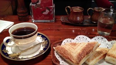 平塚散策 ― 深入りコーヒーとサンドイッチ